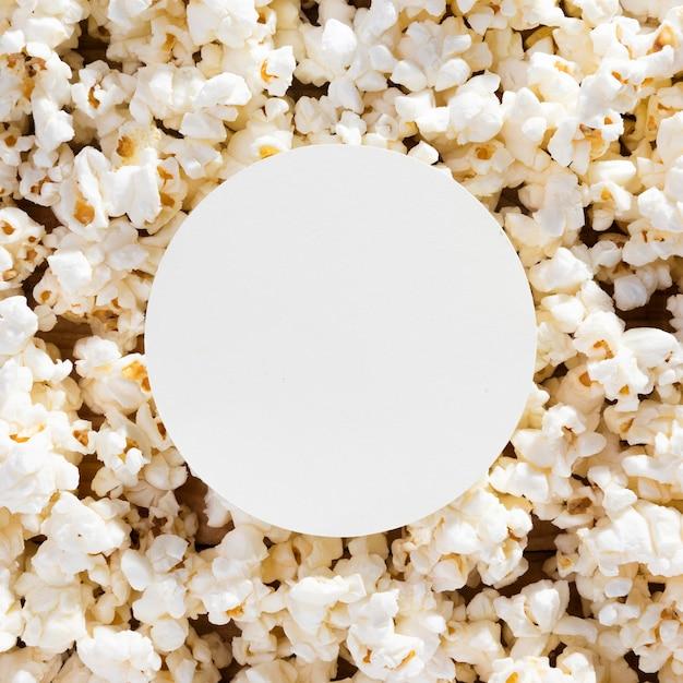 Widok Z Góry Asortyment świeżego Popcornu Na Stole Darmowe Zdjęcia