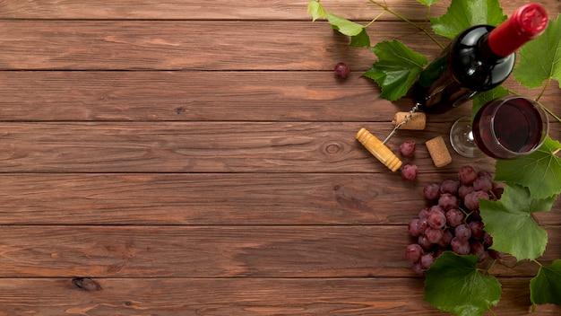 Widok Z Góry Butelek Wina Na Drewniane Tła Darmowe Zdjęcia