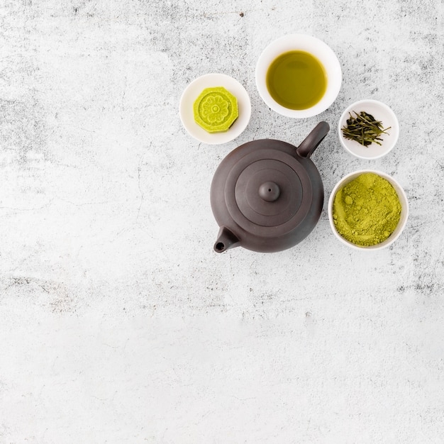 Widok z góry dzbanek do herbaty z matcha chai Darmowe Zdjęcia