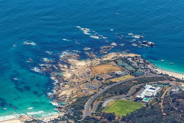 Widok Z Góry Dzielnicy Przybrzeżnej Kapsztadu Od Góry Stołowej Premium Zdjęcia
