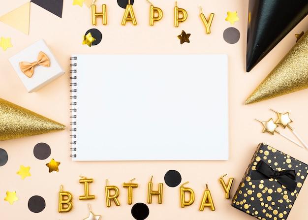 Widok Z Góry Eleganckie świece Wszystkiego Najlepszego Z Okazji Urodzin Premium Zdjęcia