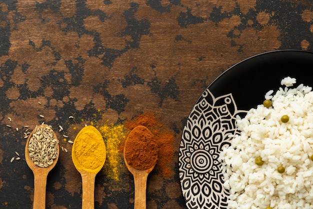 Widok Z Góry Indyjskie Jedzenie I Przyprawy Premium Zdjęcia