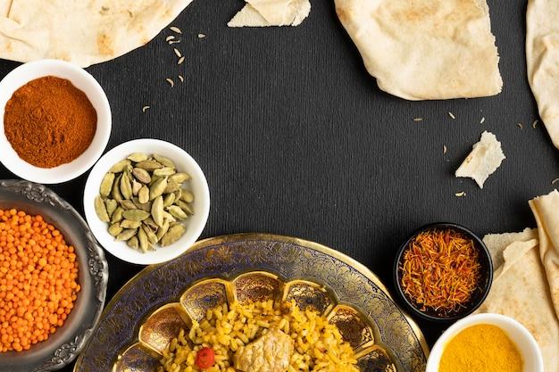 Widok Z Góry Indyjskie Przyprawy I Jedzenie Darmowe Zdjęcia