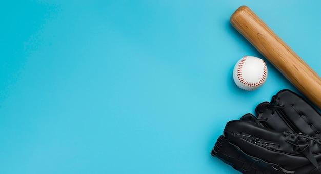 Widok Z Góry Kij Baseballowy Z Piłką I Rękawiczki Darmowe Zdjęcia