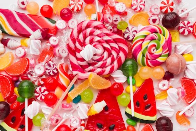 Widok Z Góry Kilka Kolorowych Cukierków Darmowe Zdjęcia