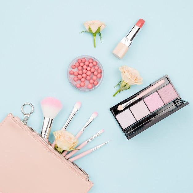 Widok Z Góry Kolekcja Produktów Kosmetycznych Na Niebieskim Tle Darmowe Zdjęcia