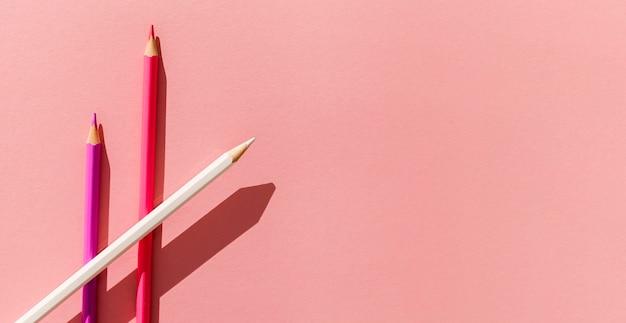 Widok Z Góry Kolorowe Kredki Ramki Premium Zdjęcia