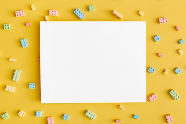 Widok Z Góry Kształtów Cukierków, Takich Jak Blok Konstrukcyjny Z Miejscem Na Kopię Darmowe Zdjęcia