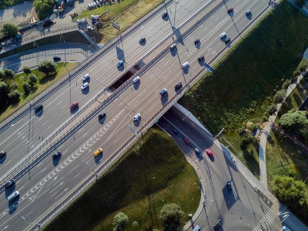 Widok z góry na skrzyżowanie dróg Premium Zdjęcia