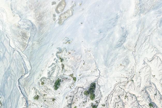 Widok Z Góry Na śnieżną Górzystą Ziemię Darmowe Zdjęcia