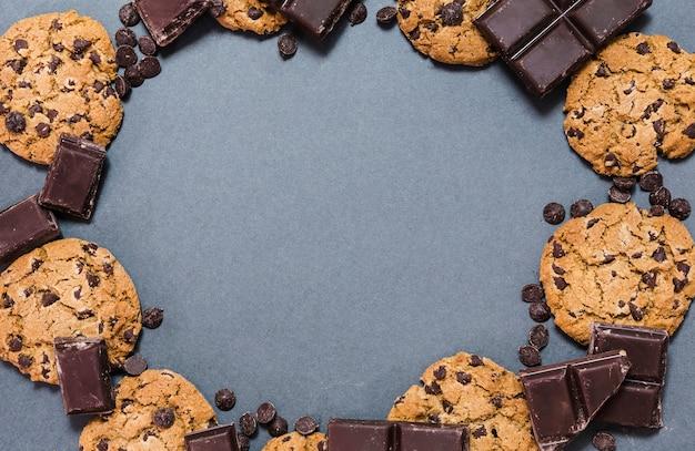 Widok z góry okrągłe ramki czekolady Darmowe Zdjęcia