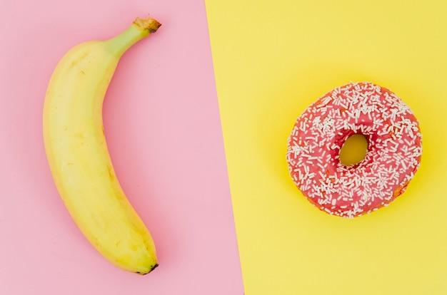 Widok z góry pączek vs owoc Darmowe Zdjęcia
