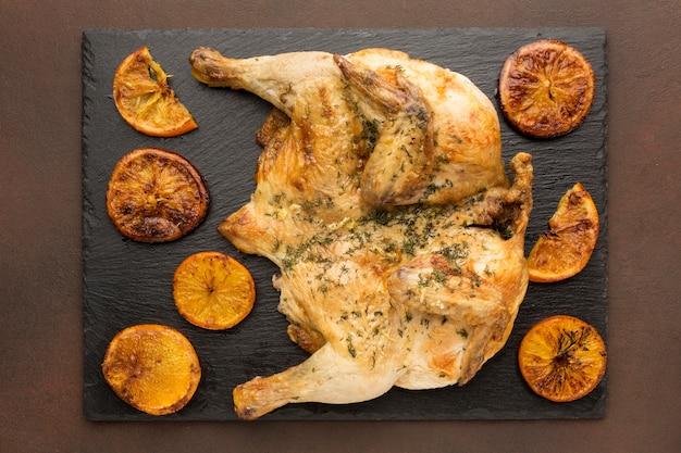 Widok Z Góry Pieczony Kurczak Z Plastrami Pomarańczy Darmowe Zdjęcia