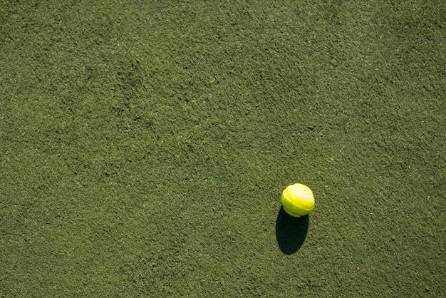 Widok z góry piłki tenisowej na boisku Darmowe Zdjęcia