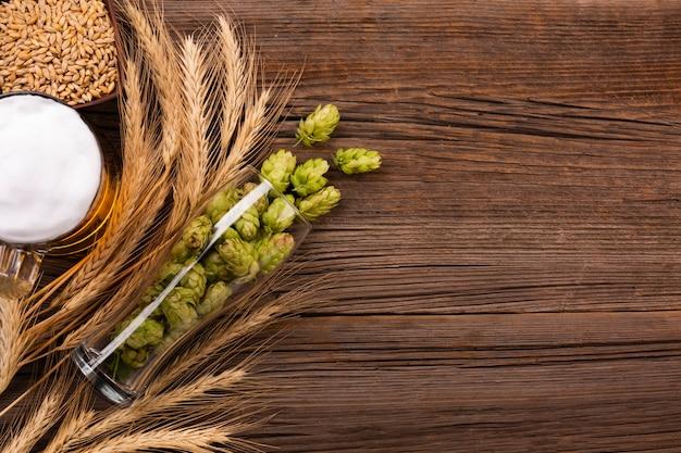 Widok z góry piwo z miejsca kopiowania Darmowe Zdjęcia