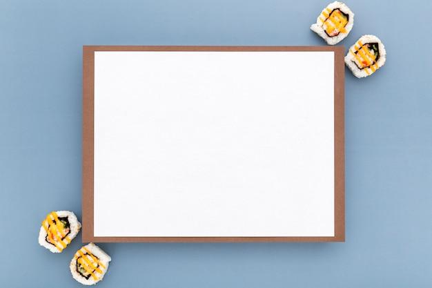 Widok Z Góry Puste Menu Papieru Z Sushi Darmowe Zdjęcia