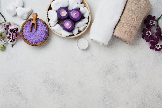 Widok Z Góry Ręczniki Spa I świece Z Miejsca Kopiowania Darmowe Zdjęcia