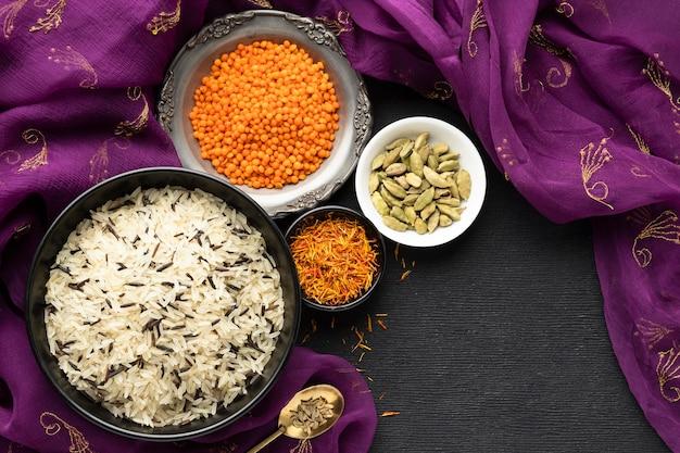 Widok Z Góry Sari I Indyjskie Jedzenie Darmowe Zdjęcia