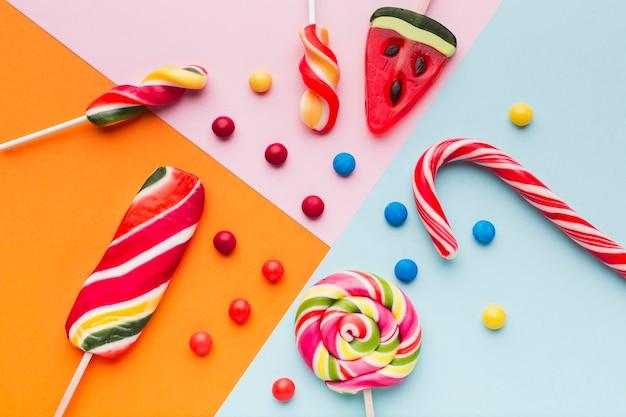 Widok Z Góry Smacznych Słodyczy I Trzciny Cukrowej Darmowe Zdjęcia