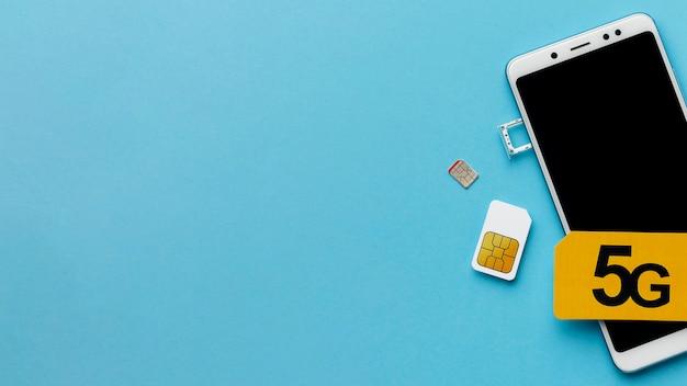 Widok Z Góry Smartfona Z Kartą Sim I Miejscem Na Kopię Darmowe Zdjęcia