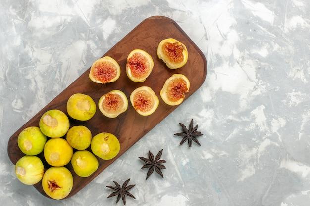 Widok Z Góry świeże Słodkie Figi Pyszne Owoce Na Jasnym Białym Biurku Darmowe Zdjęcia