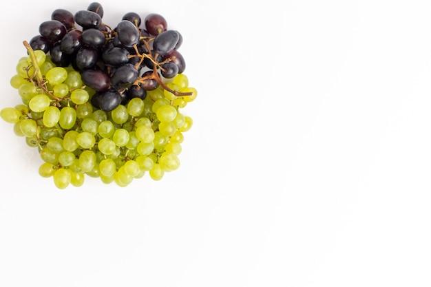 Widok Z Góry świeże Soczyste Winogrona łagodne Na Białym Biurku Darmowe Zdjęcia