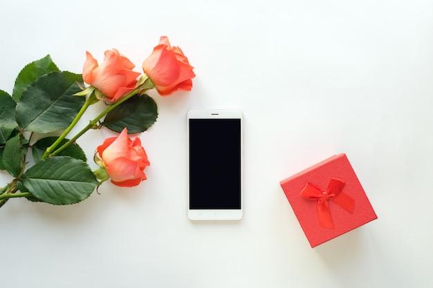 Widok z góry telefonu komórkowego z miejsca na kopię Premium Zdjęcia
