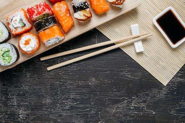 Widok Z Góry Tradycyjna Japońska Kompozycja Potraw Z Miejsca Na Kopię Premium Zdjęcia