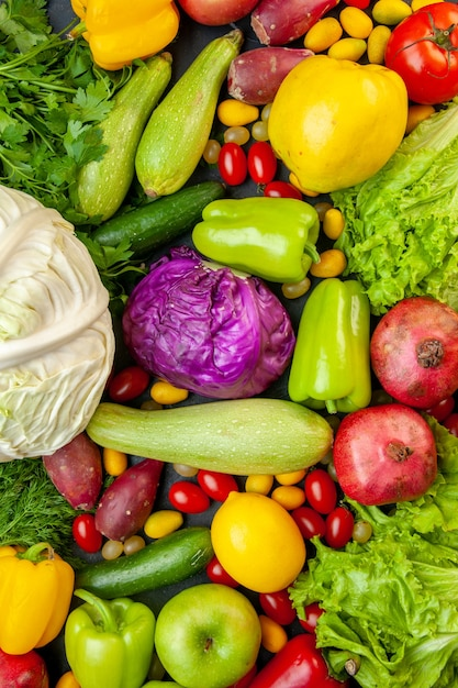 Widok Z Góry Warzywa I Owoce Cukinia Papryka Jabłka Pigwa Pomidory Koktajlowe Cumcuat Pietruszka Kapusta Cytryna Granaty Darmowe Zdjęcia