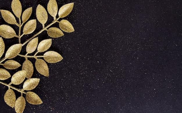 Widok Z Góry Wesołych świąt Czarne Tło Ozdobione Gałęziami Brokatu Z Miejsca Na Kopię. Zimowy Nowy Rok świąteczna Dekoracja świąteczna Wesoła Koncepcja, Płaska świeża. Premium Zdjęcia