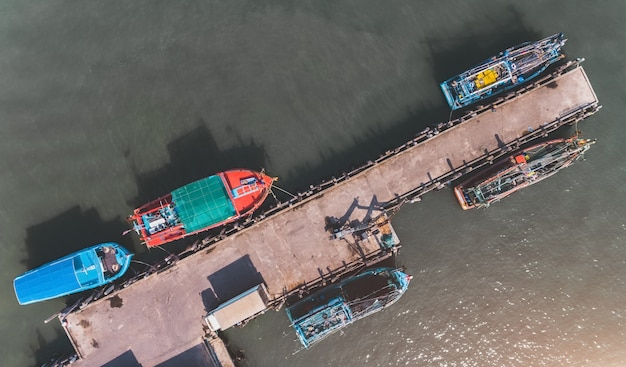 Widok Z Góry Z Nieba Przystani łodzi. Premium Zdjęcia