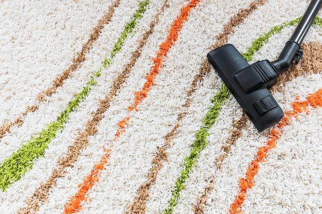 Widok z góry z odkurzaczem na dywanie Darmowe Zdjęcia