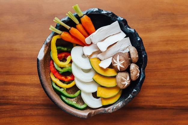Widok z góry zestawu warzyw yakiniku (mięso z grilla). Premium Zdjęcia