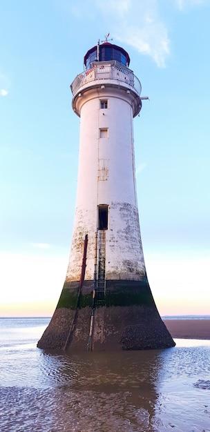 Widok Z Latarni Morskiej Liverpool O Zachodzie Słońca, Odbitki Poziomu Wody Na Elewacji, Wielka Brytania Darmowe Zdjęcia