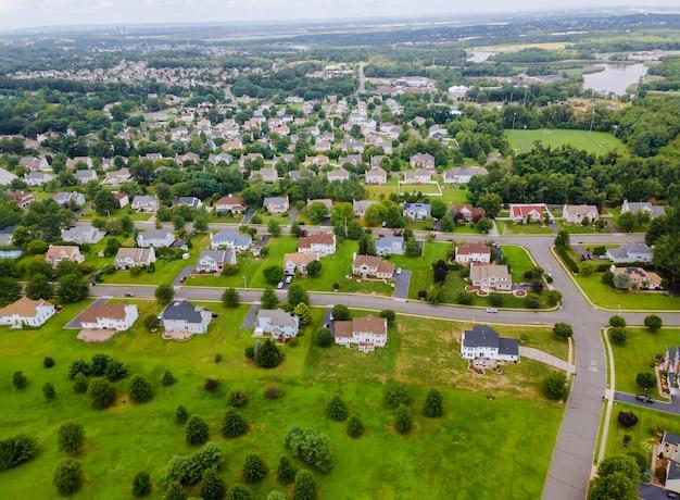 Widok Z Lotu Ptaka Dzielnic Mieszkalnych W Pięknym Mieście Krajobraz Miejski Nj Premium Zdjęcia