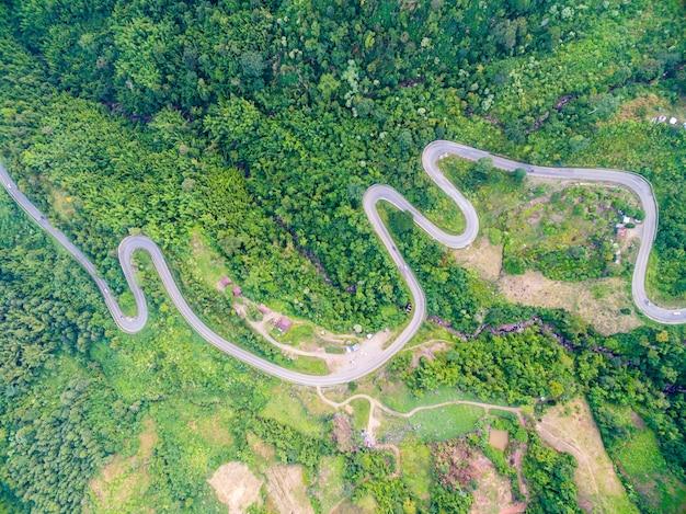 Widok Z Lotu Ptaka Koślata ścieżka Droga Na Górze Premium Zdjęcia