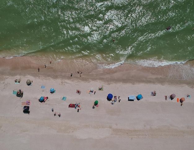 Widok Z Lotu Ptaka Latem Plaży Morza Azowskiego, Ukraina Premium Zdjęcia