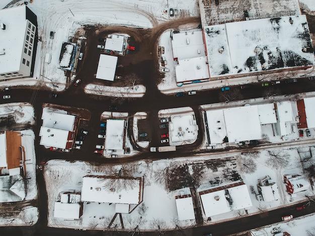 Widok Z Lotu Ptaka Na Domy Pokryte śniegiem Darmowe Zdjęcia