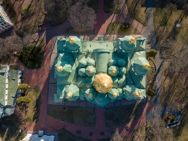 Widok Z Lotu Ptaka Na Katedrę św. Zofii Z Góry W Mieście Kijowie, Stolicy Ukrainy. Zdjęcie Drona Premium Zdjęcia