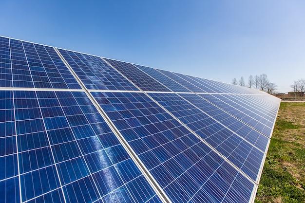 Widok Z Lotu Ptaka Na Panel Słoneczny, Fotowoltaikę, Alternatywne źródło Energii Elektrycznej Premium Zdjęcia