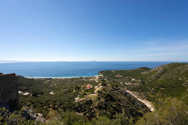Widok Z Lotu Ptaka Na Wybrzeże W Albanii Premium Zdjęcia