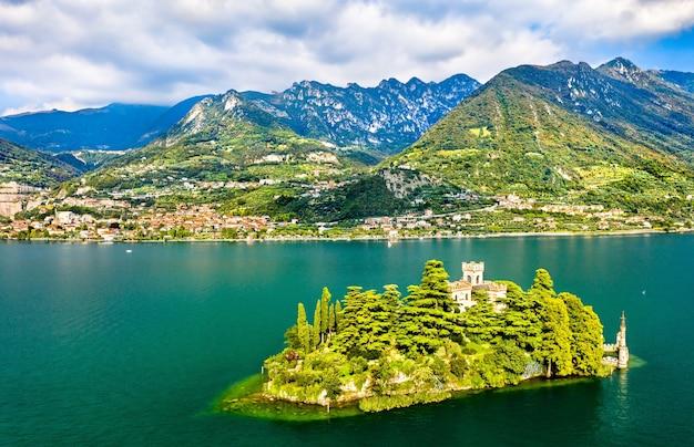 Widok Z Lotu Ptaka Na Wyspę Loreto Z Zamkiem Na Jeziorze Iseo W Północnych Włoszech Premium Zdjęcia