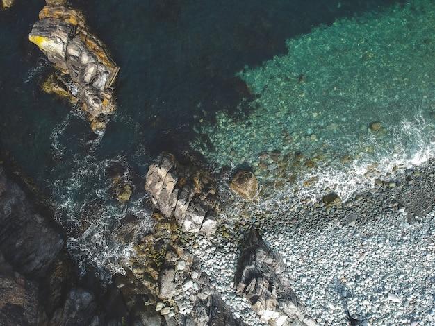 Widok Z Lotu Ptaka Skał Morzem Darmowe Zdjęcia