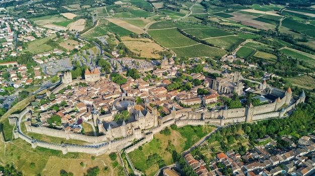 Widok Z Lotu Ptaka średniowiecznego Miasta I Twierdzy Carcassonne Premium Zdjęcia