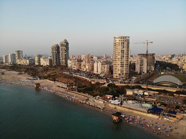 Widok Z Lotu Ptaka W Izraelu. Tel Aviv, Bat Yam Area. Stworzony Przez Drona Z Niesamowitego Punktu Widzenia. Inny Kąt Dla Twoich Oczu. Bliski Wschód, Holyland. Premium Zdjęcia