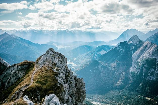 Widok Z Mittelwalder Via Ferrata Do Alpejskiej Doliny Premium Zdjęcia