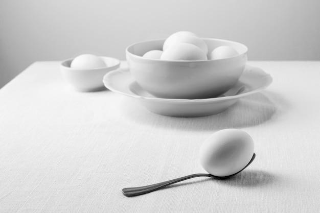 Widok Z Przodu Białe Jajka W Misce Darmowe Zdjęcia
