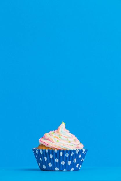 Widok z przodu cupcake urodziny Darmowe Zdjęcia
