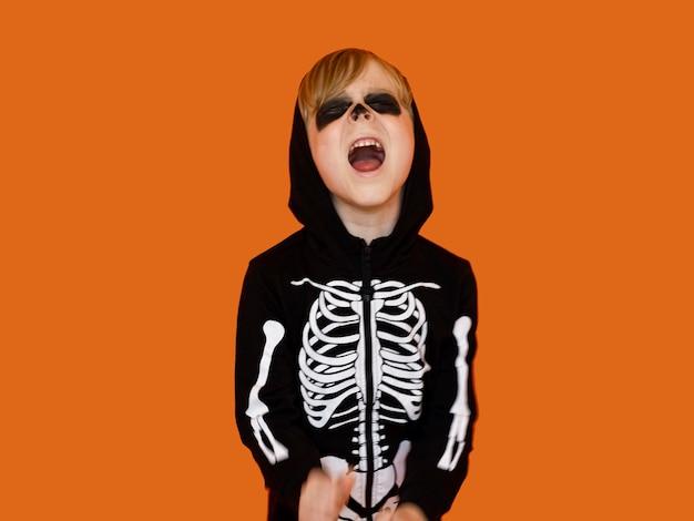 Widok Z Przodu Dziecko W Przerażającym Kostiumie Na Halloween Darmowe Zdjęcia