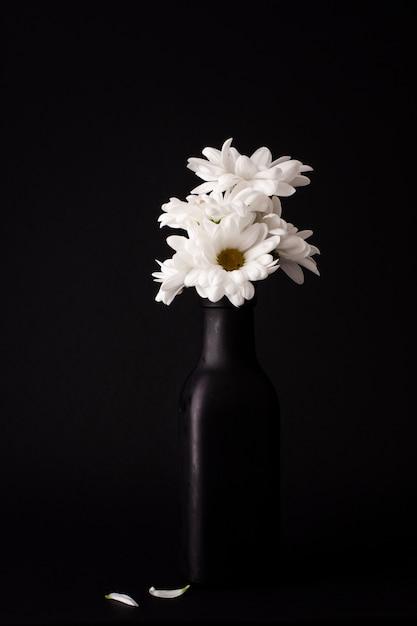 Widok Z Przodu Kwitnących Kwiatów W Wazonie Darmowe Zdjęcia